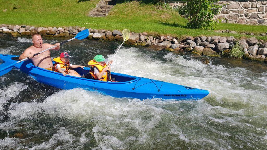 Spływ kajakiem po rzece Raduni